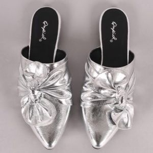 Shoes - Silver bow flats